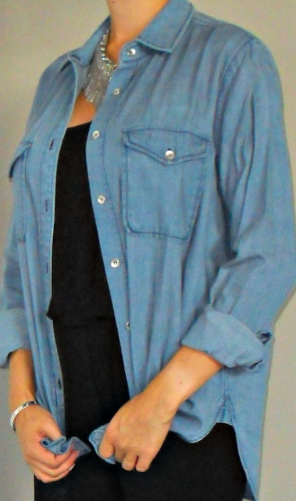 DAILYLOOK CHAMBRAY CLASSIC BUTTON DOWN