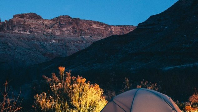 What to Pack for a Camping Trip – 6 Essential Items