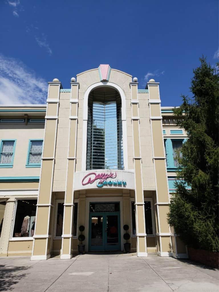 Dollywood Theme Park Dolly's Closet