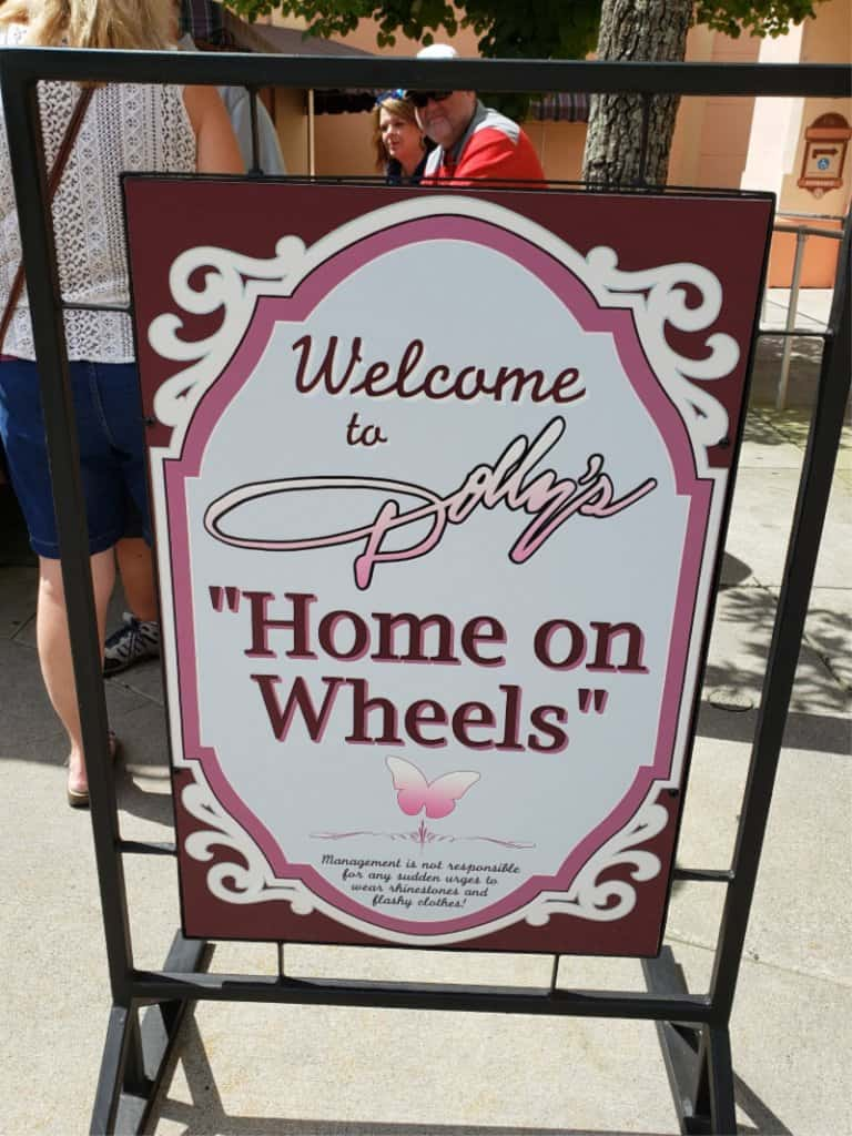 Dollywood Theme Park Dolly's Home on Wheels sign