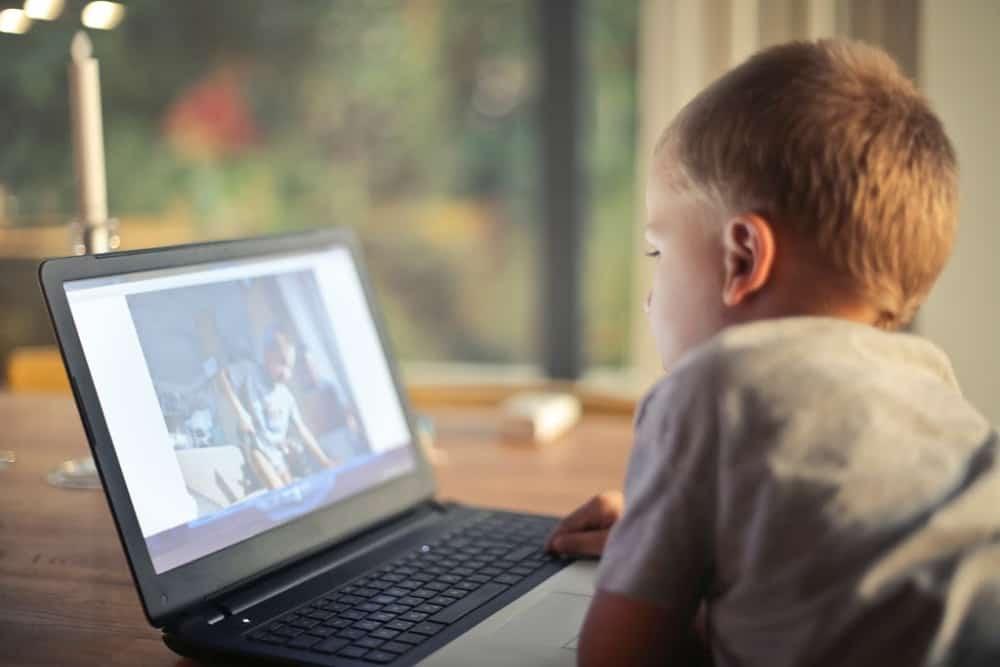 Online Safety Tips Kids on Computer