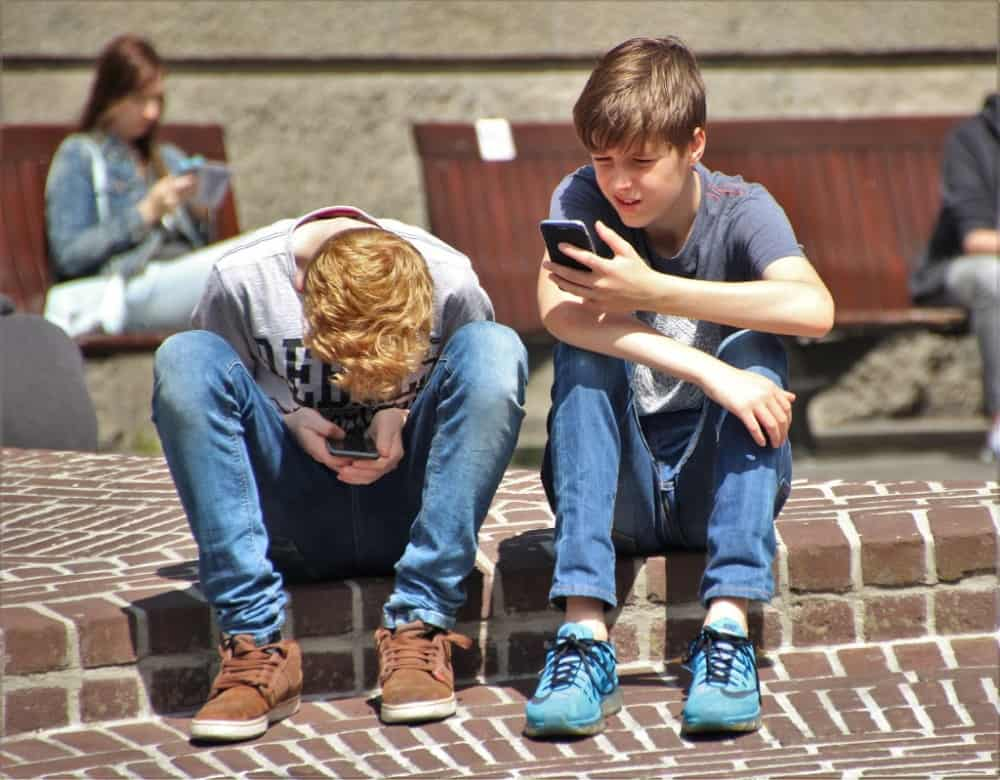boys on smartphone